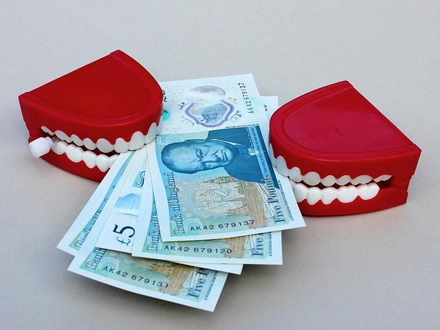 zuby, bankovky