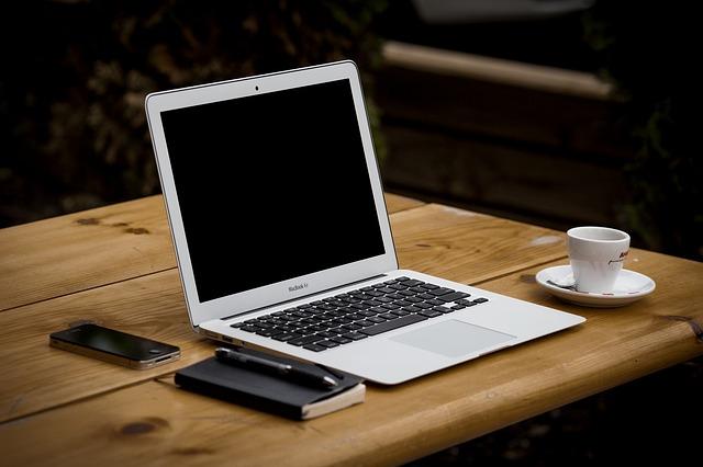 pracovní místo pro práci na internetu