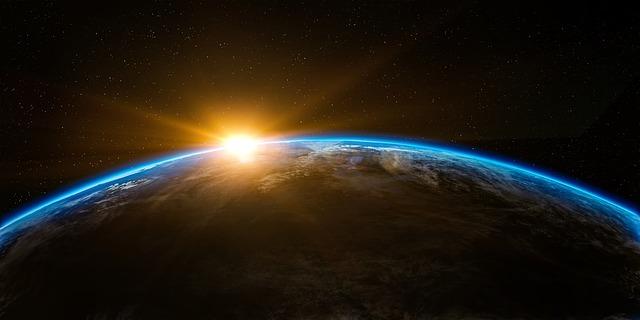 východ slunce za Zemí